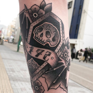 タトゥー|スカルのブラックワーク