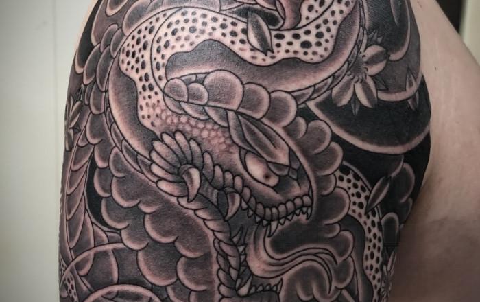 ブラックアンドグレイ|蛇のタトゥー/刺青