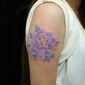 女性|牡丹の白筋の刺青/タトゥー