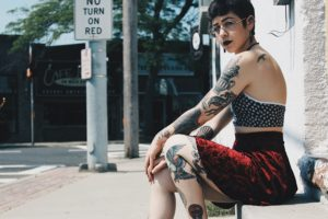 タトゥーの入った綺麗な外国人女性